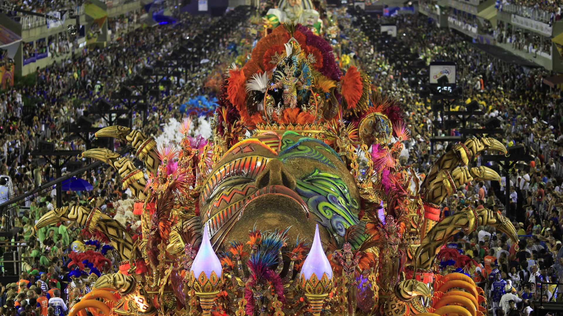 Crivella assina acordo que corta pela  metade verba às escolas de samba