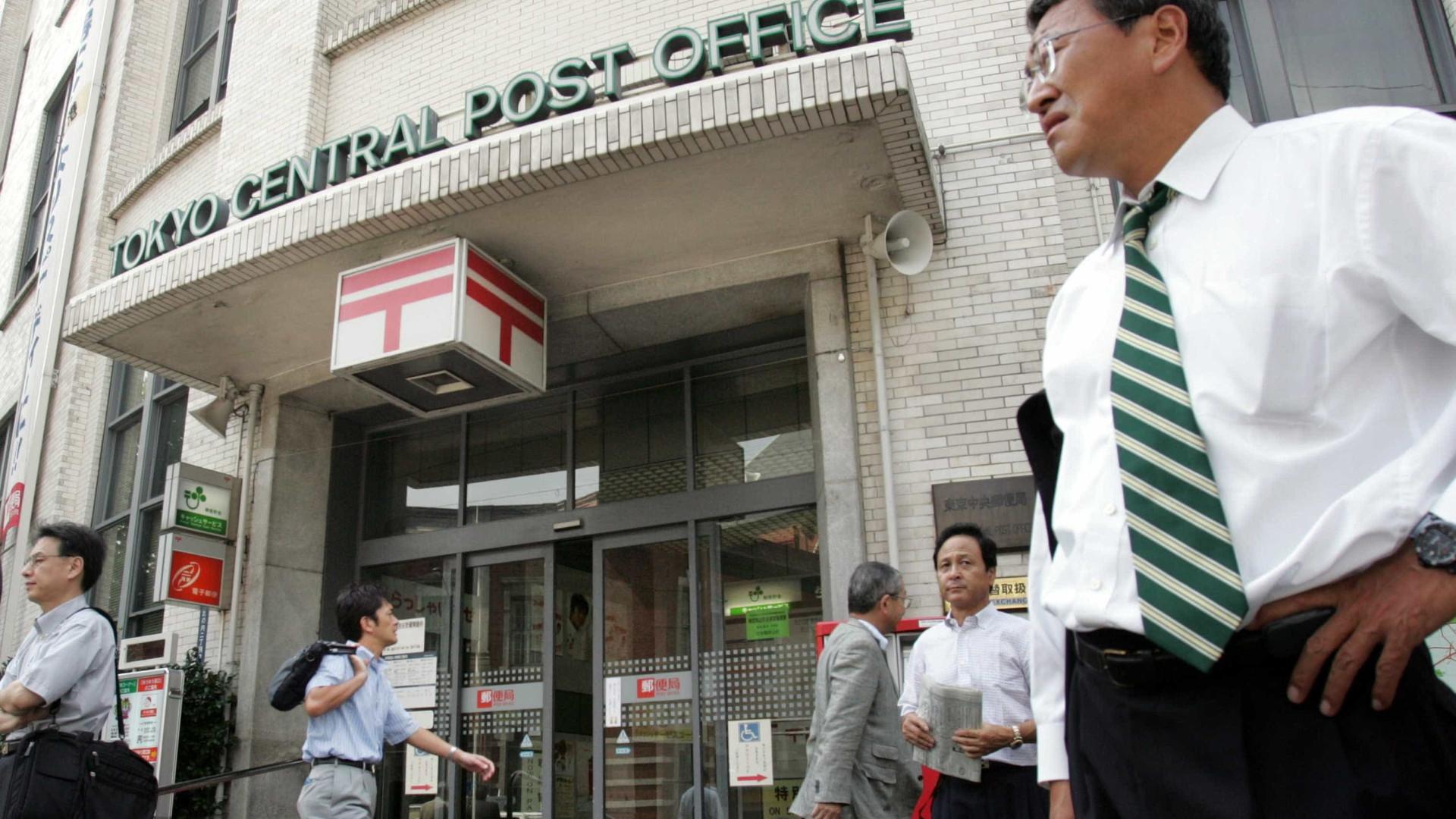 Japão: funcionário é multado por sair para almoçar três minutos antes