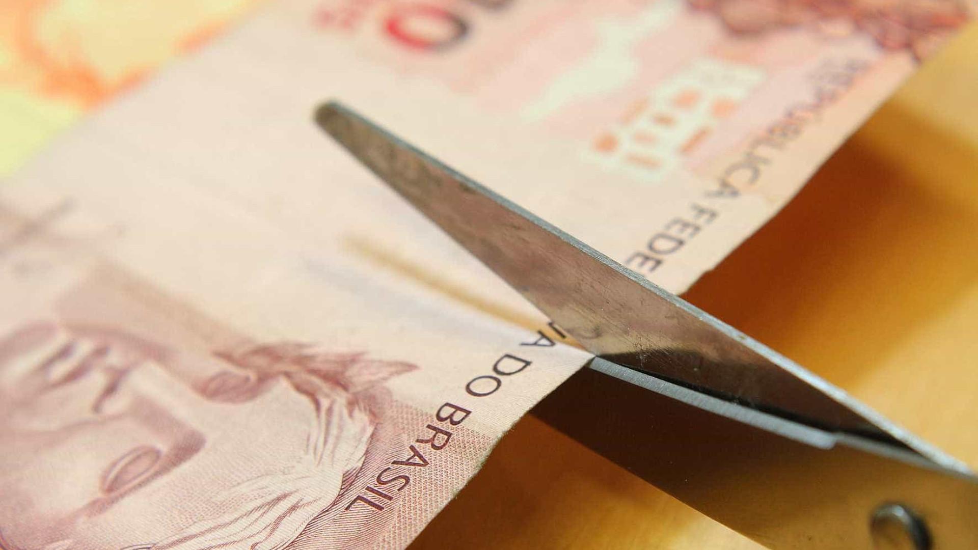 Bancos suspendem empréstimos a servidores de Estados endividados