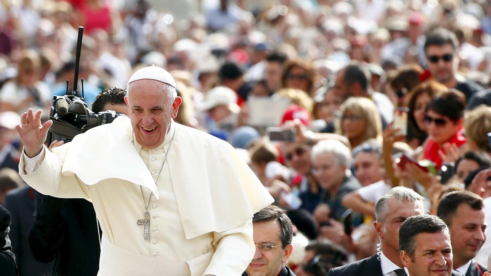 Papa pede que Europa acolha imigrantes