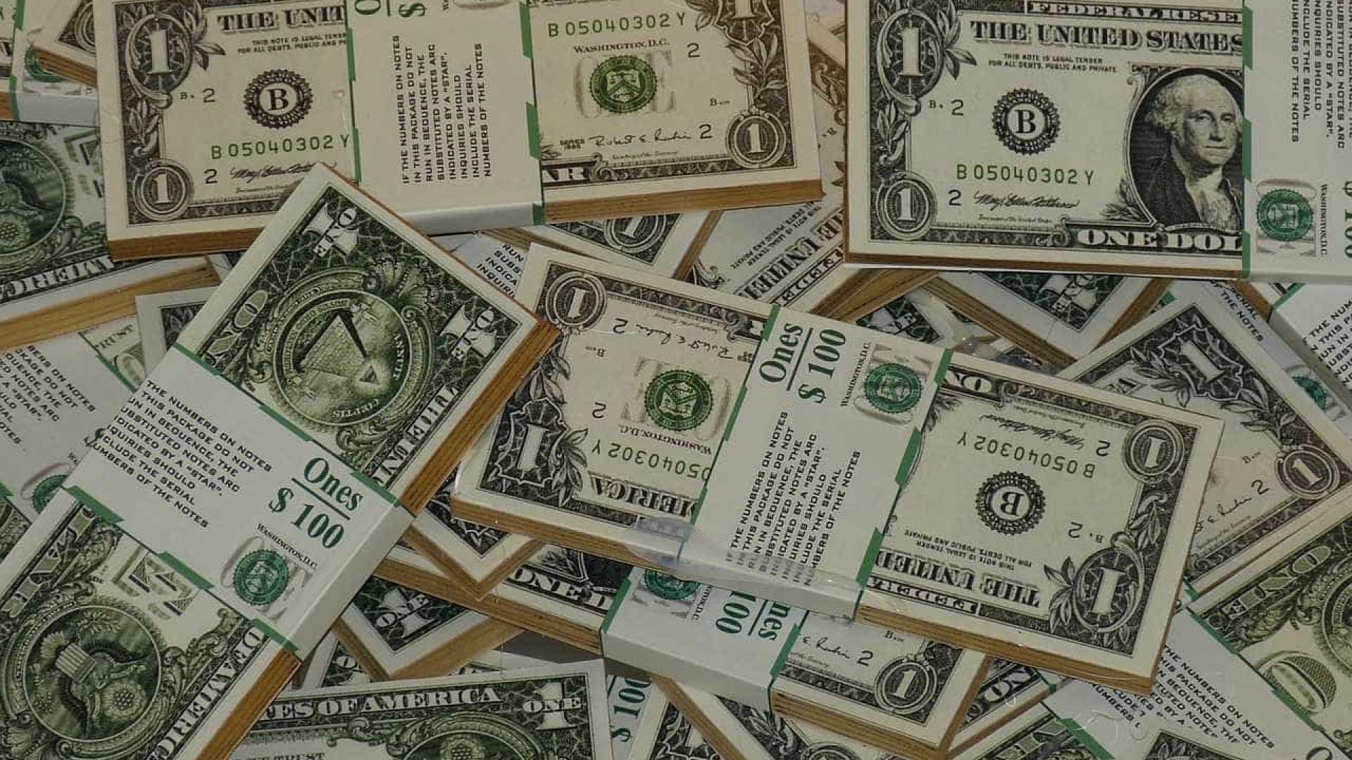 Entrada de dólares supera saída em US$ 17,425 bi no ano até 11 de abril