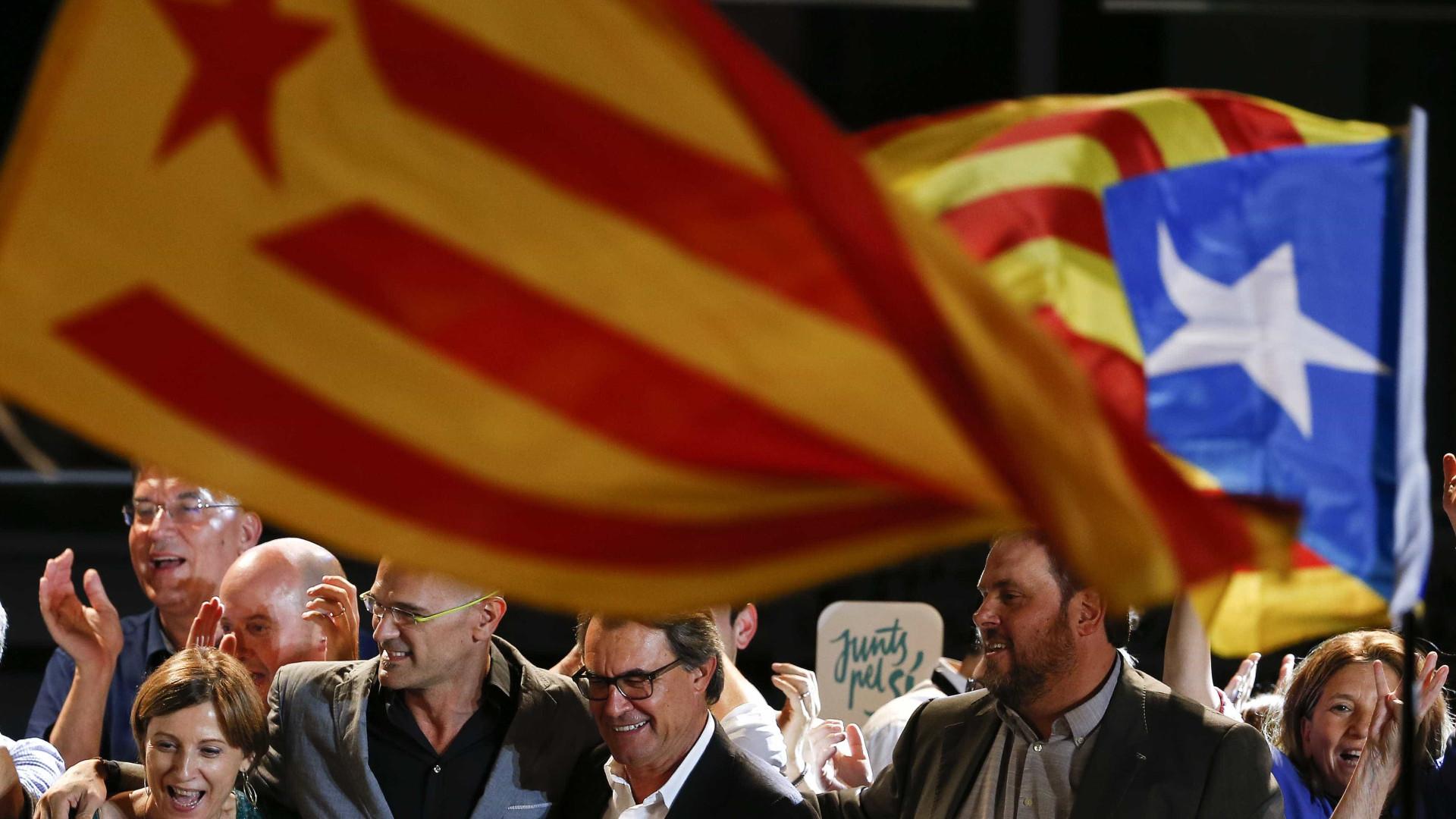 Espanha apela à Constituição e anula independência da Catalunha