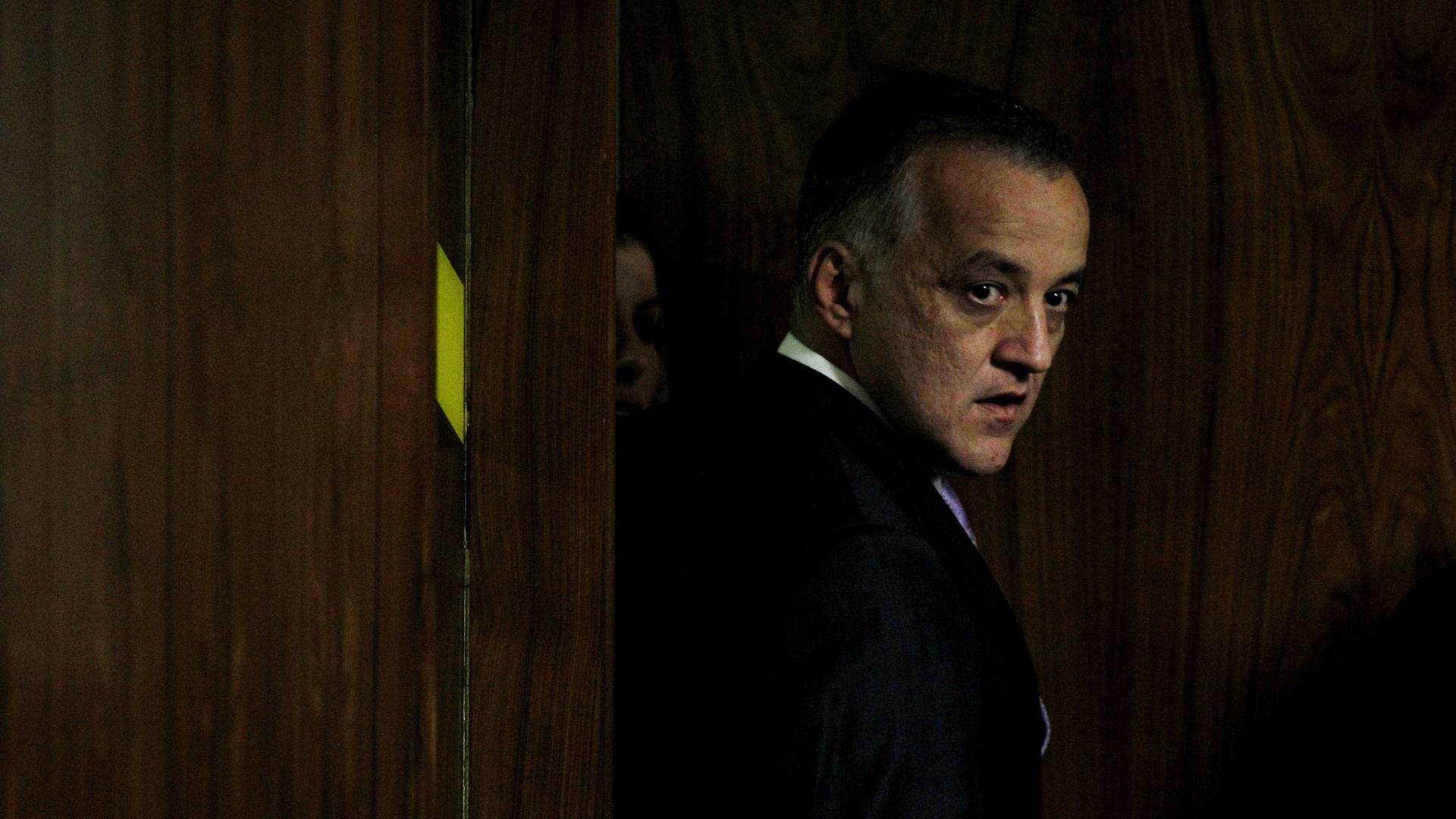 No semiaberto, Carlinhos Cachoeira é contratado para ganhar R$ 6,5 mil