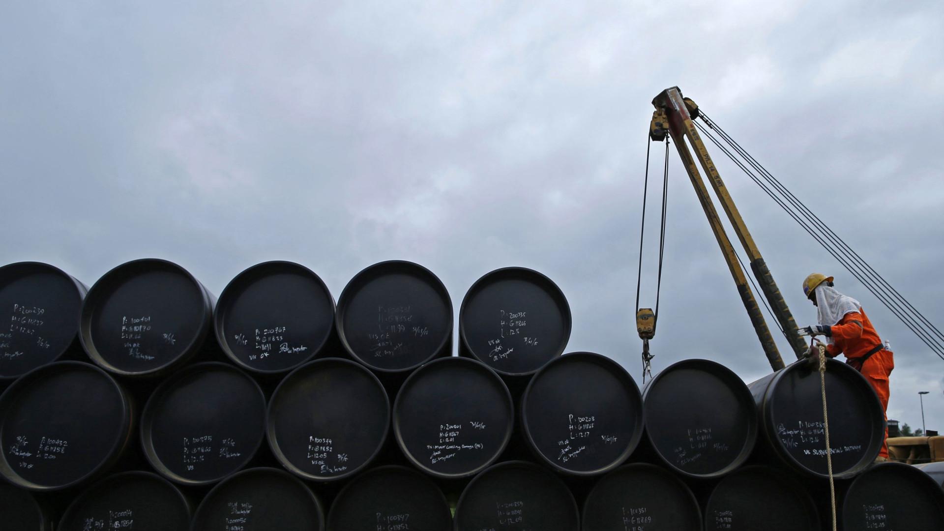 Preço do barril de petróleo dispara e chega a US$ 49,99