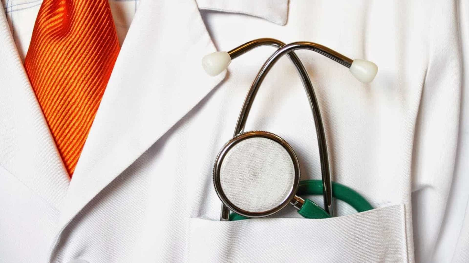 Médico é preso após suspeita de assédio sexual a pacientes em MG