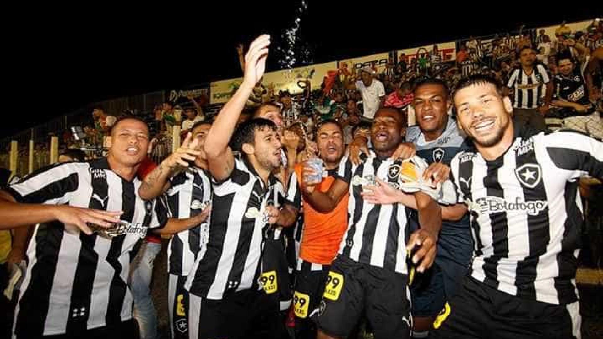 Notícias ao Minuto Brasil - Botafogo vence Luverdense e retorna à ... 33be60c9ababf