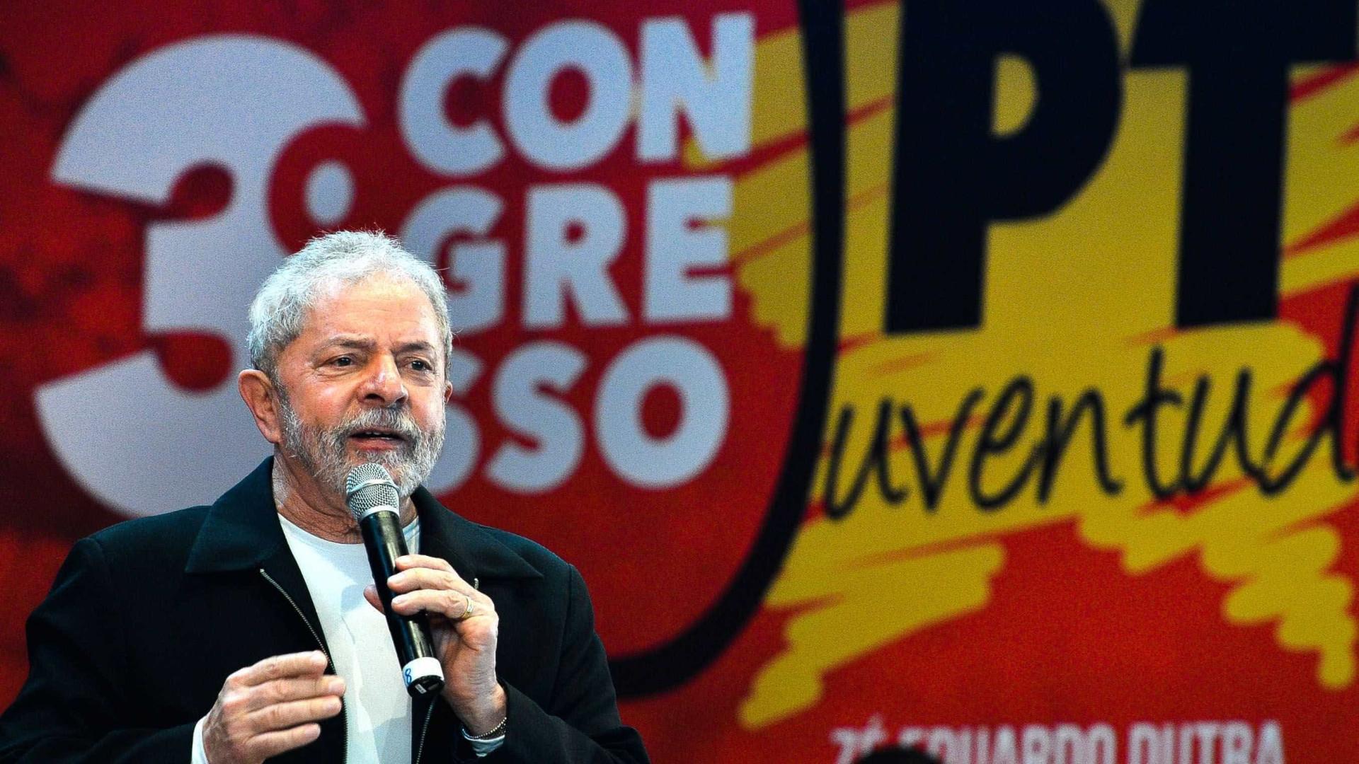 Lula promete estar 'na trincheira' para que Temer 'saia logo'