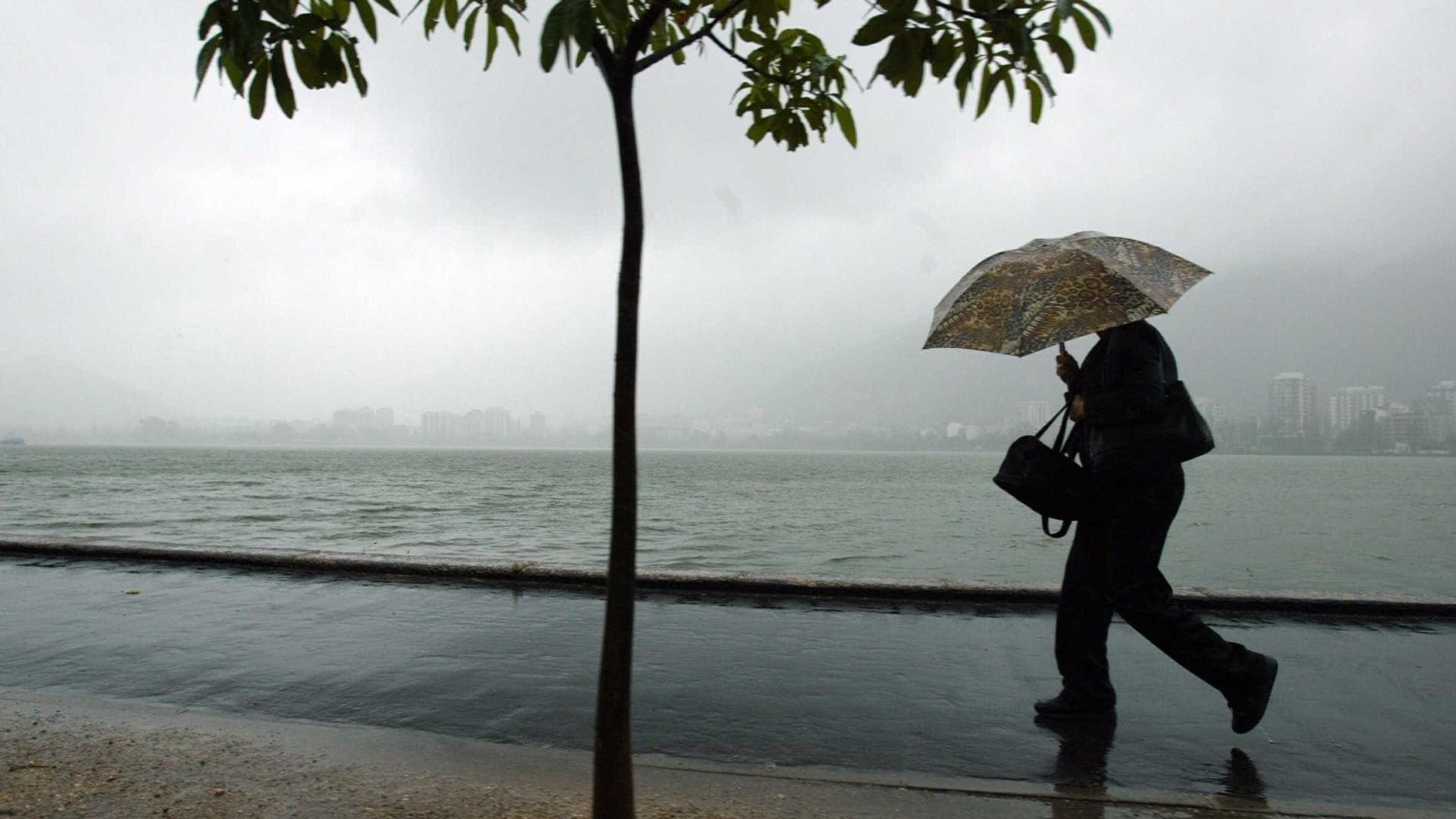 Com chegada de frente fria, Rio terá ventos fortes, chuva e raios
