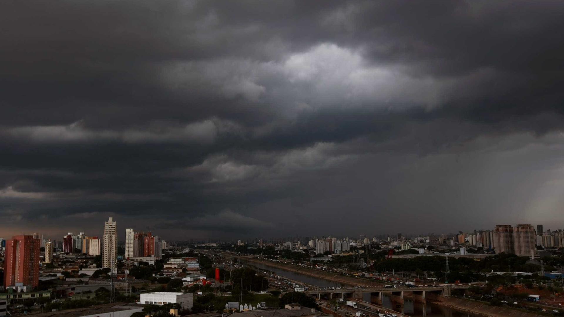 São Paulo tem transtornos  'de verão' em maio chuvoso
