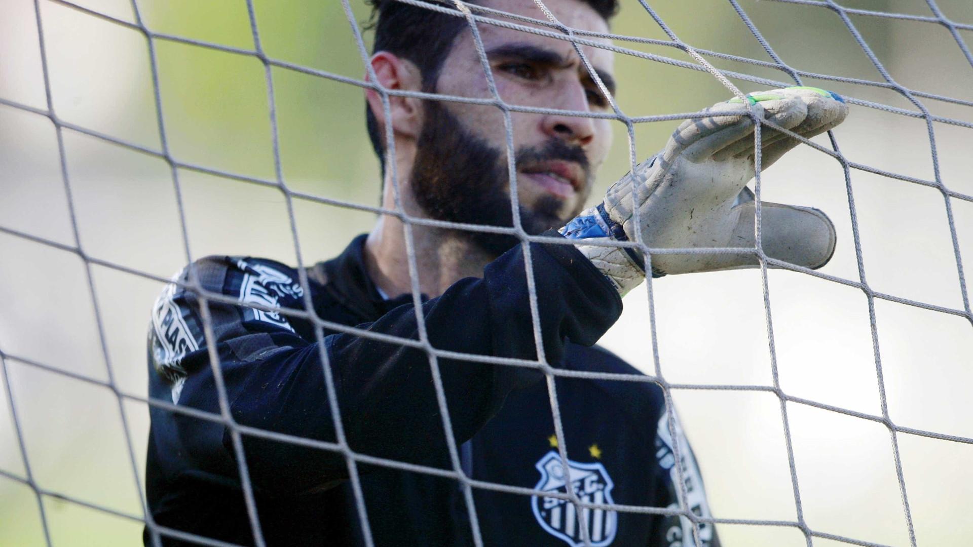 Vanderlei vira goleiro com mais tempo sem levar gols no Santos
