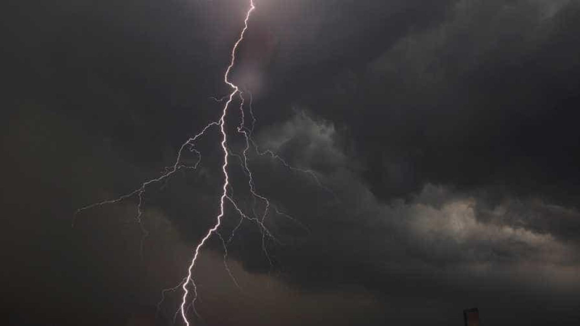 Tempestades em SC matam mais um;  vítima foi atingida por raio