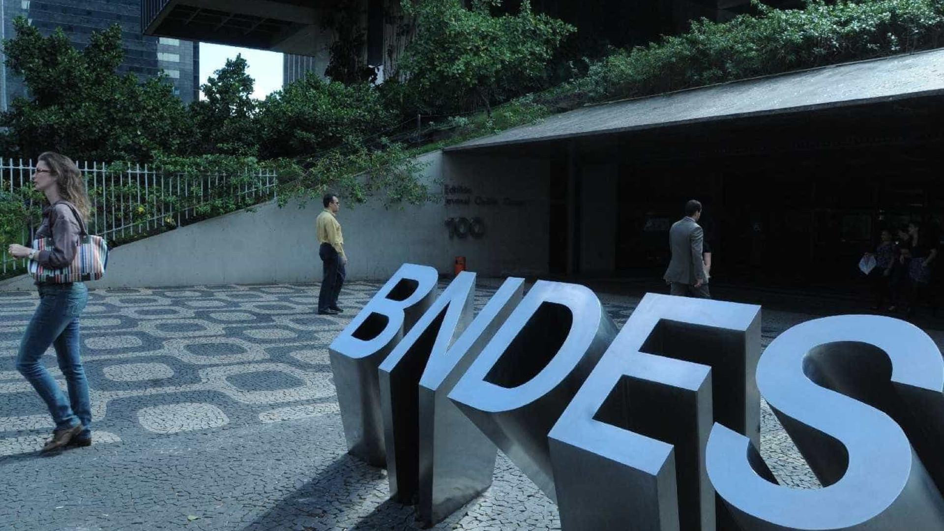 BNDES pede explicações da JBS sobre operações com ações e dólar