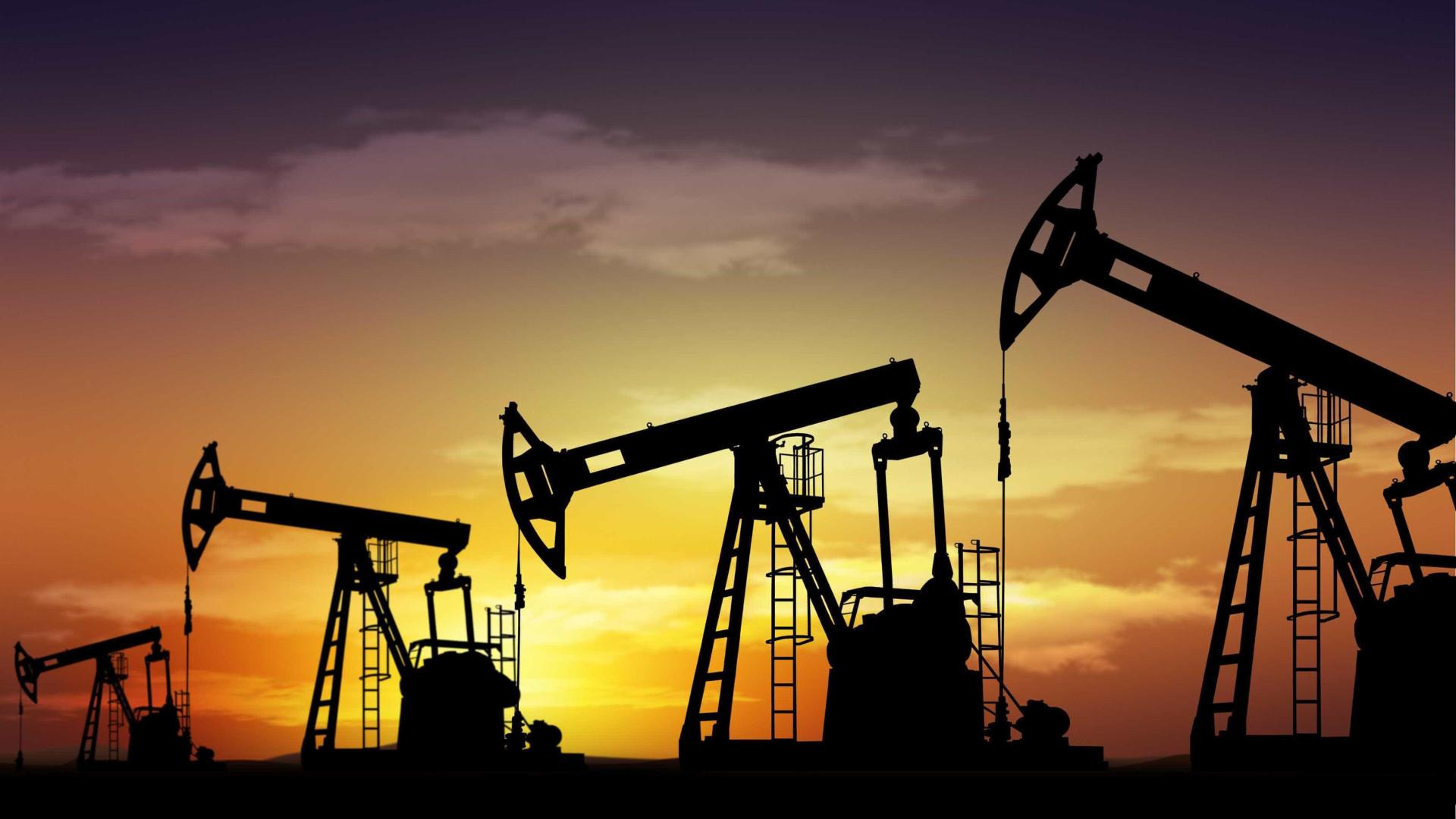 Estoques de petróleo dos EUA caem 1,404 milhão de barris