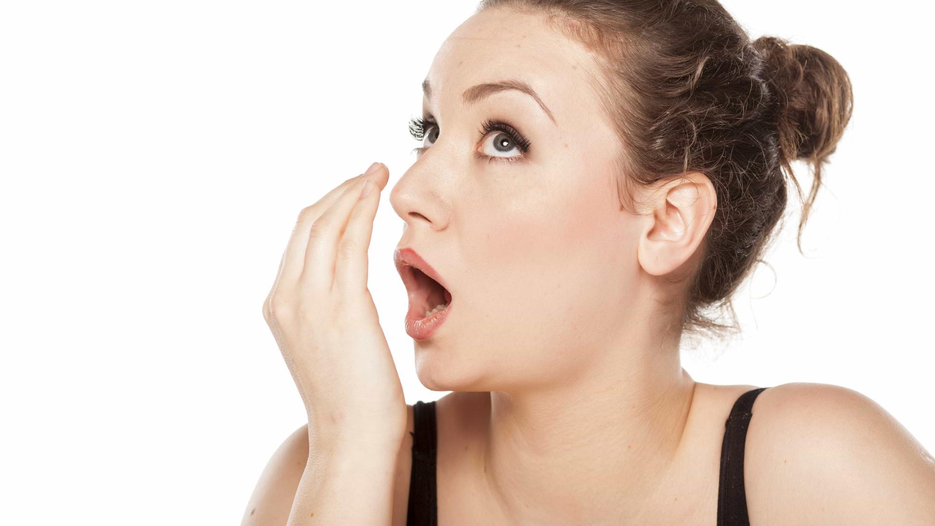 5 fatores que podem deixar você com mau hálito