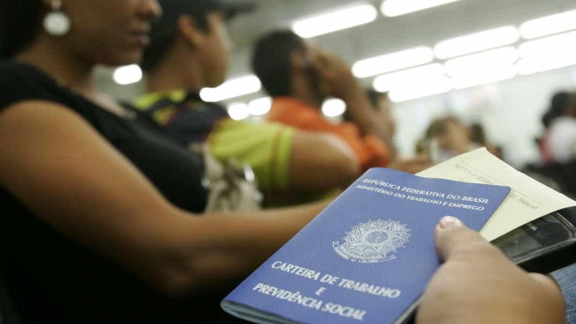 Brasil fecha 63,6 mil vagas com  carteira assinada em março