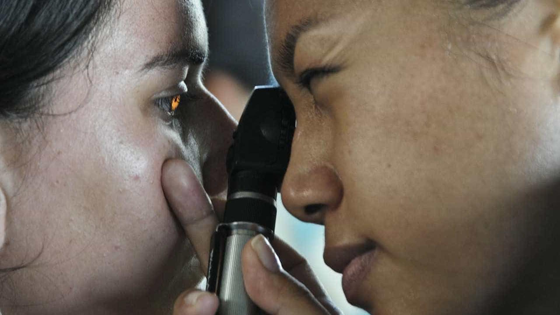 Pacientes esperam anos por cirurgia de catarata em SP