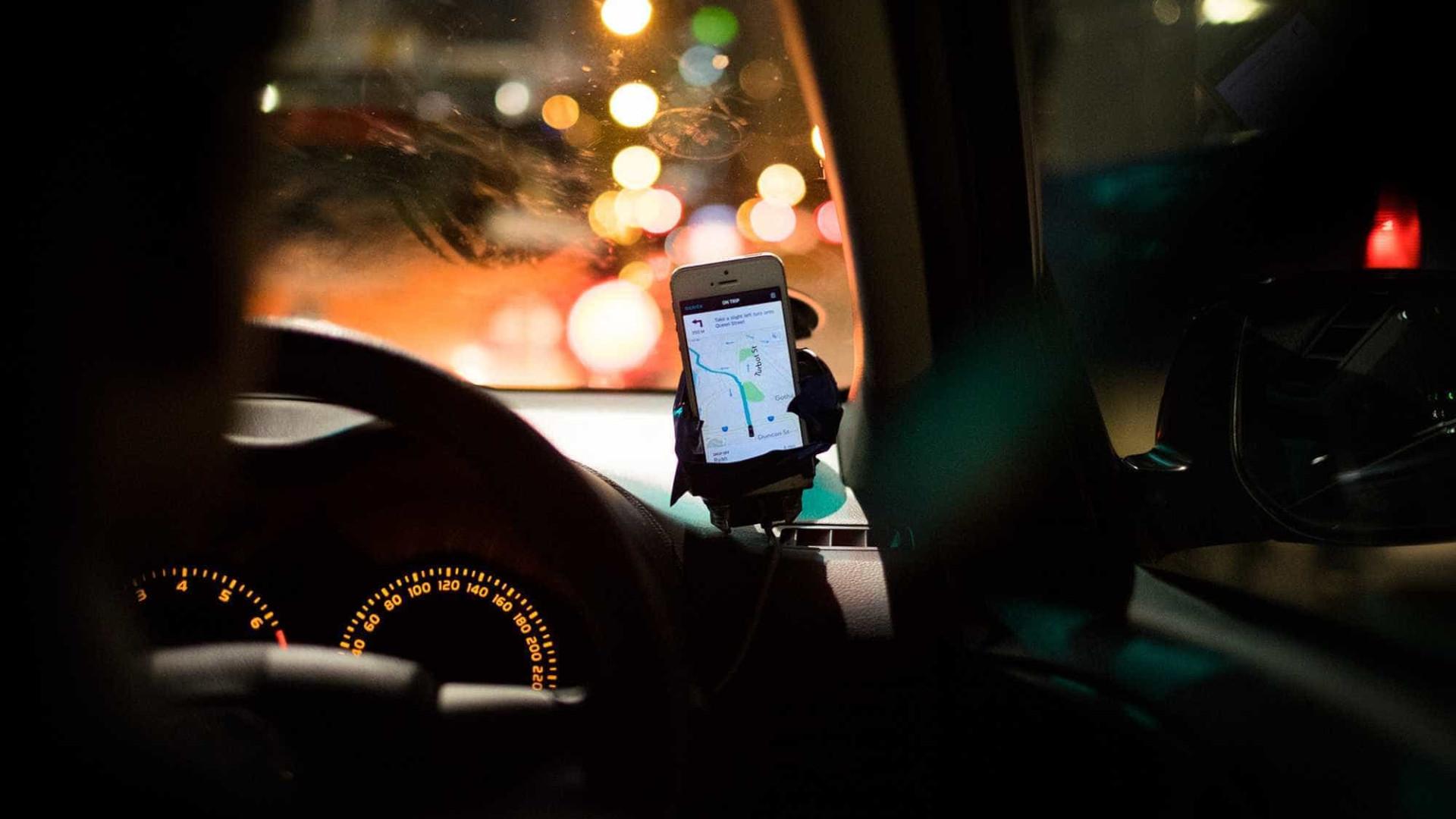 Motoristas do Uber pedem suspensão de pagamento em dinheiro