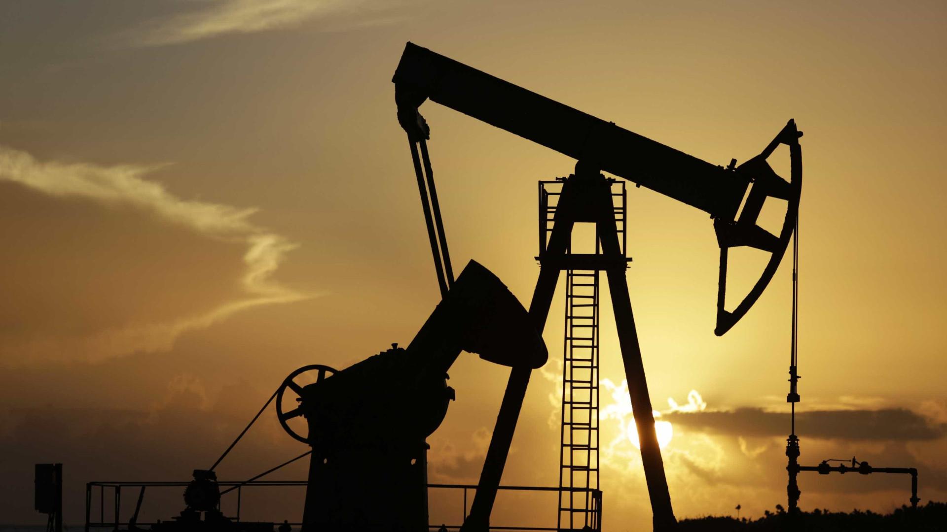 Países decidem reduzir produção de petróleo e forçar alta dos preços