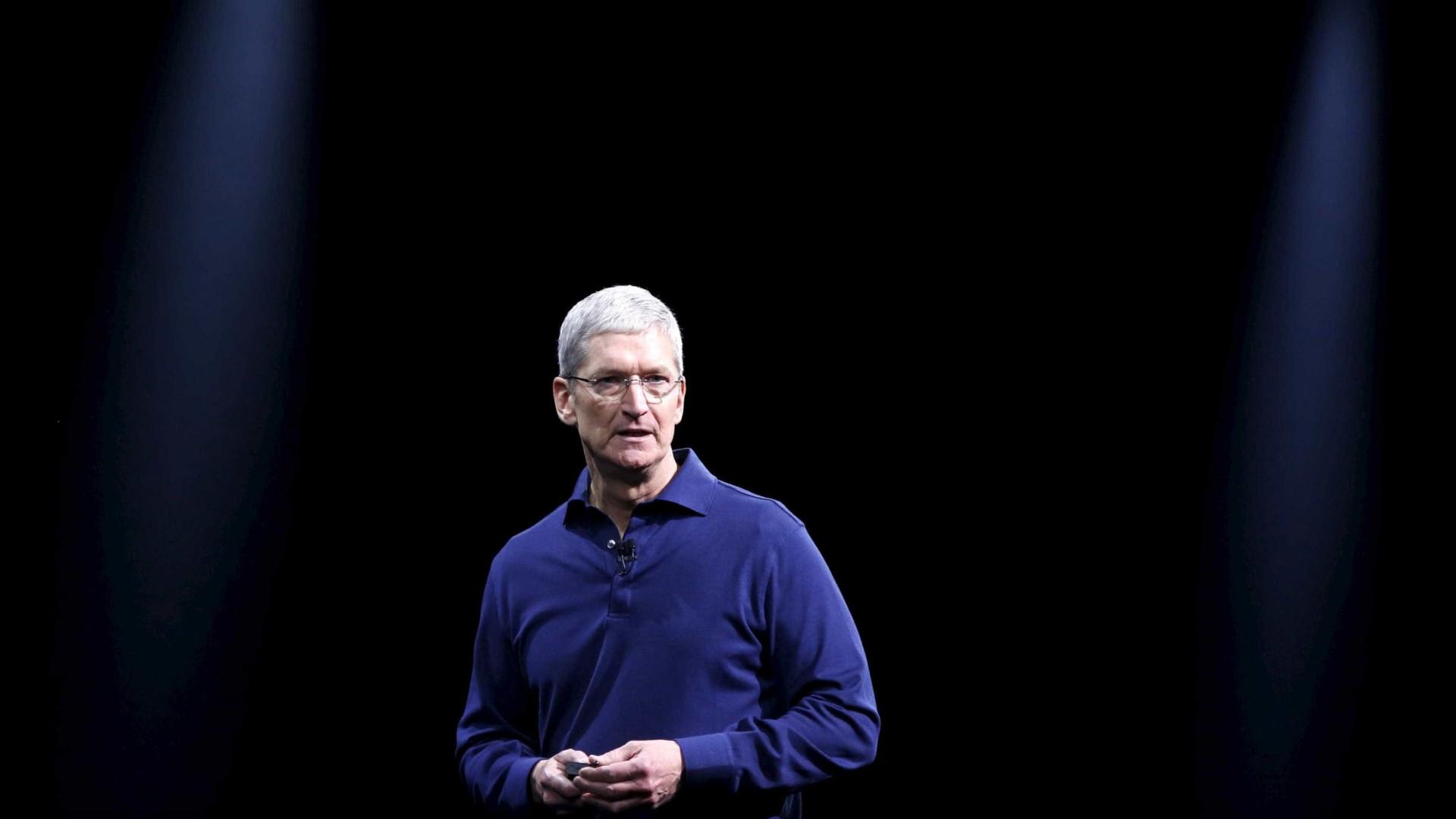 CEO da Apple e líder de campanha de Hillary Clinton se reunem