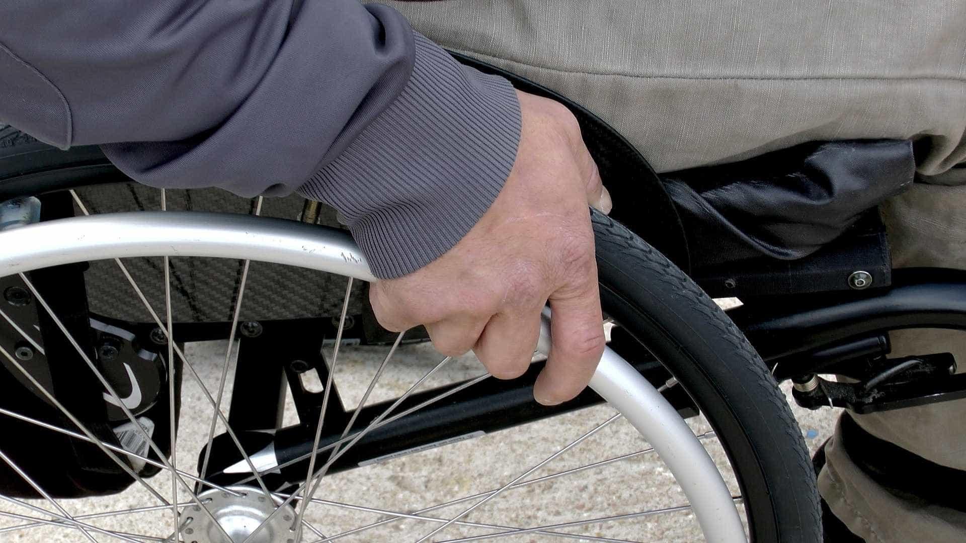Acessibilidade para eleitores com deficiência é desafio nas eleições