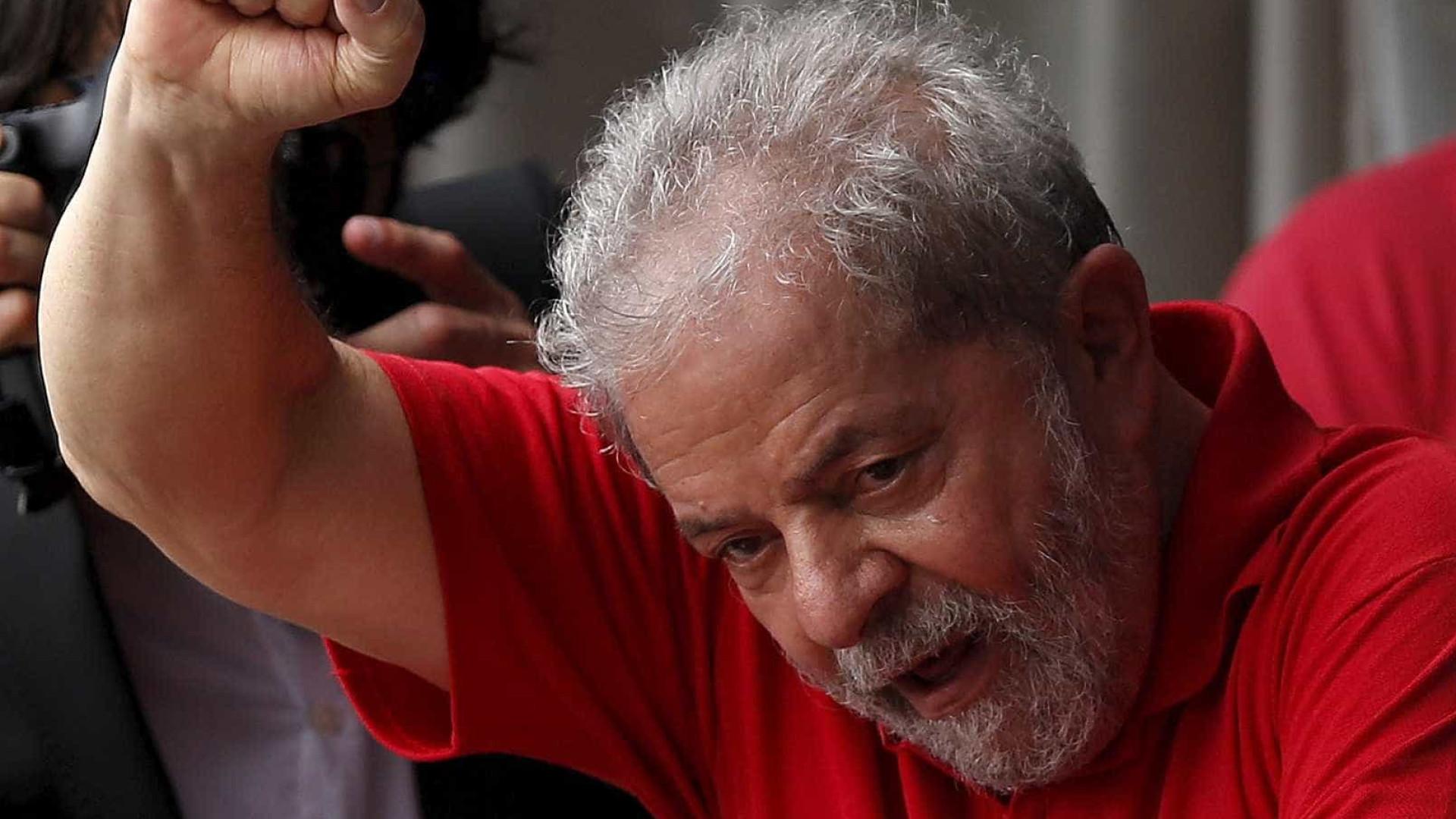Mandado de prisão de Lula repercute na imprensa internacional