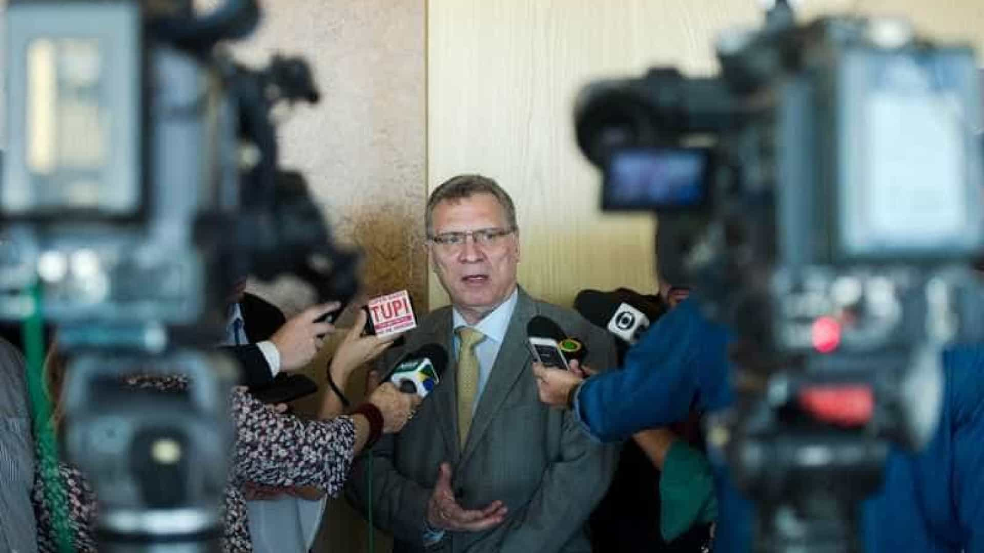 Ministro do STF prepara cenário para cassar candidatura de Lula