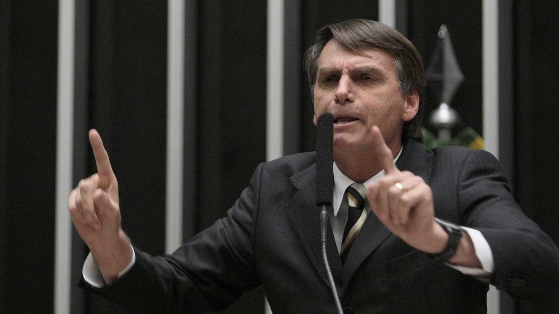 Jair Bolsonaro nega ter funcionária fantasma na Câmara