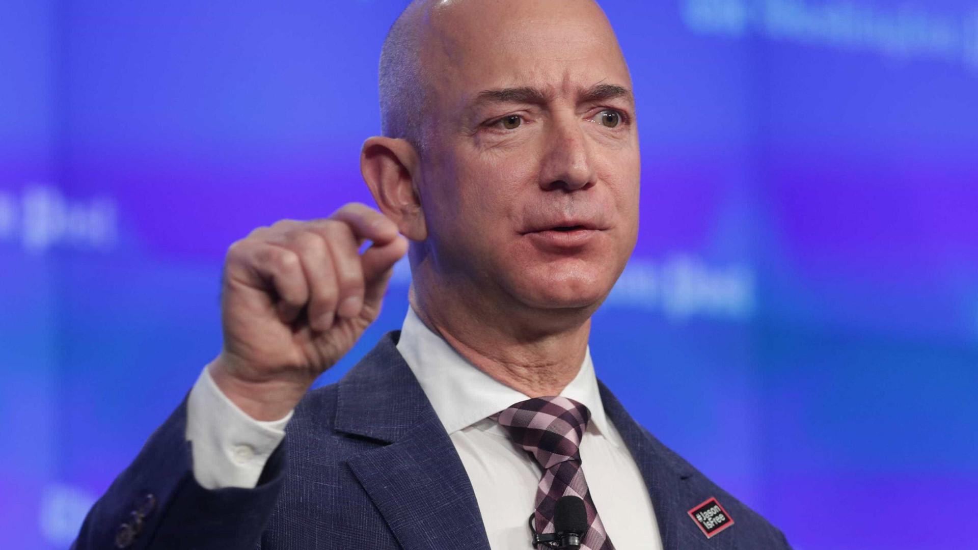 Homem mais rico do mundo vai doar R$ 8,3 bilhões para ajudar sem-abrigo
