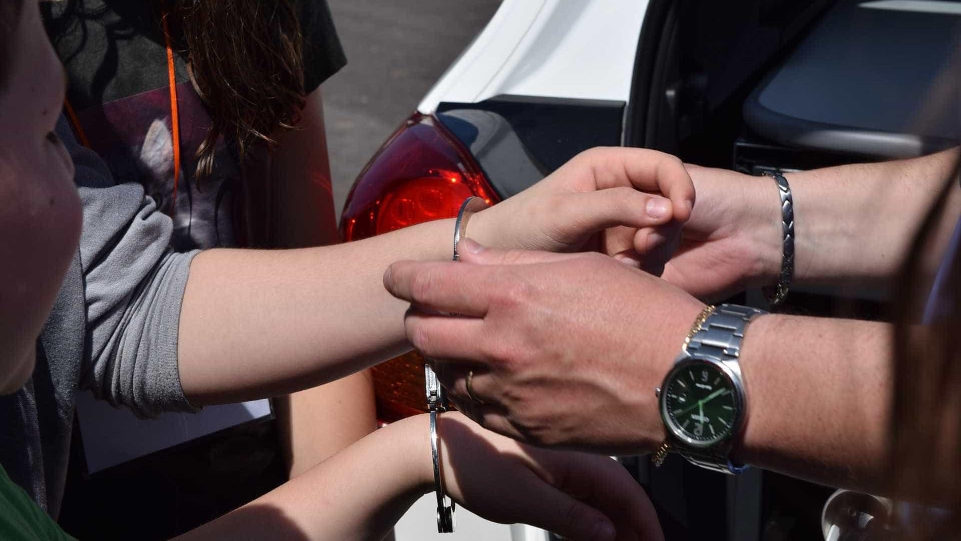 Mãe denuncia filha por tráfico de drogas e jovem é presa em SP