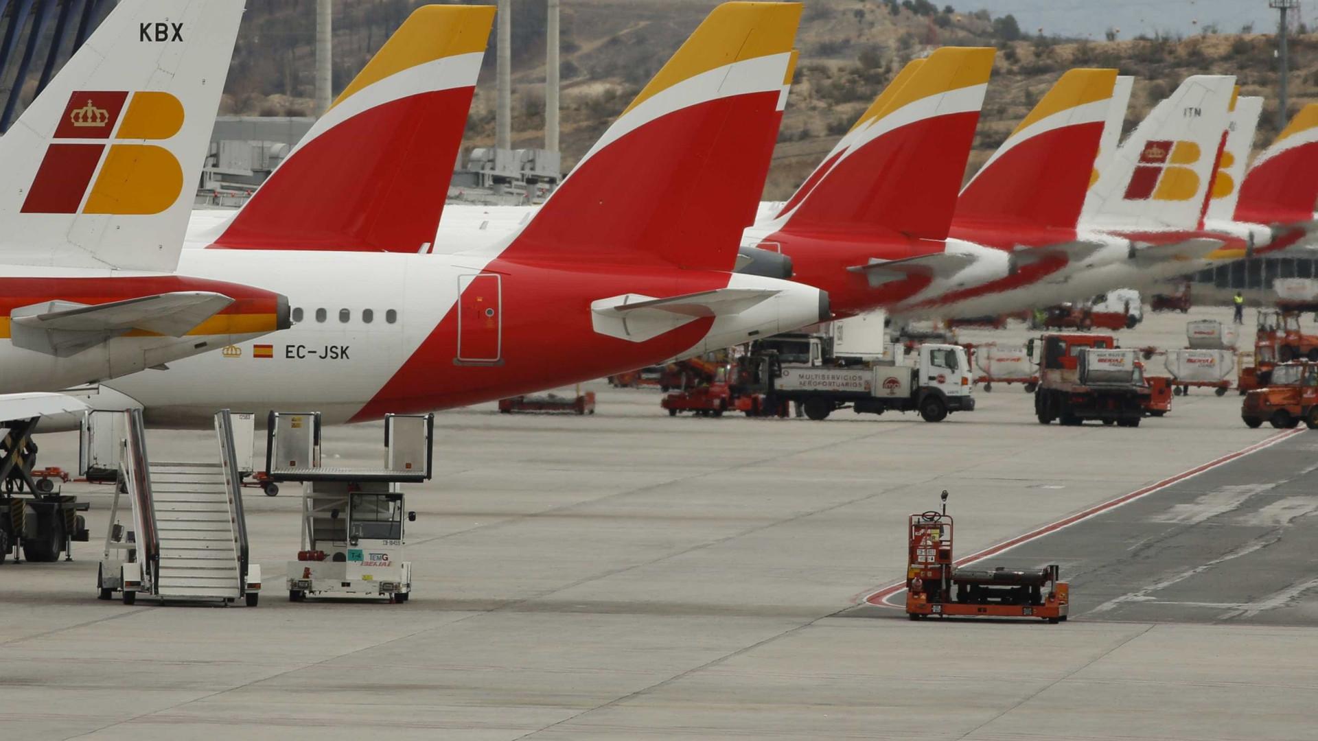 Avião da Iberia forçado a pouso de emergência após problema no motor