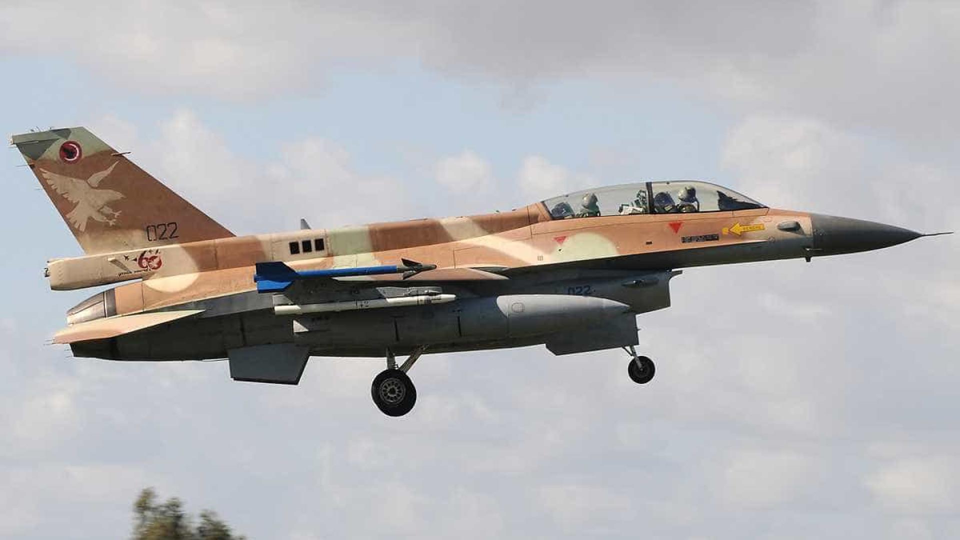 Israel estima ter destruído metade da defesa antiaérea síria