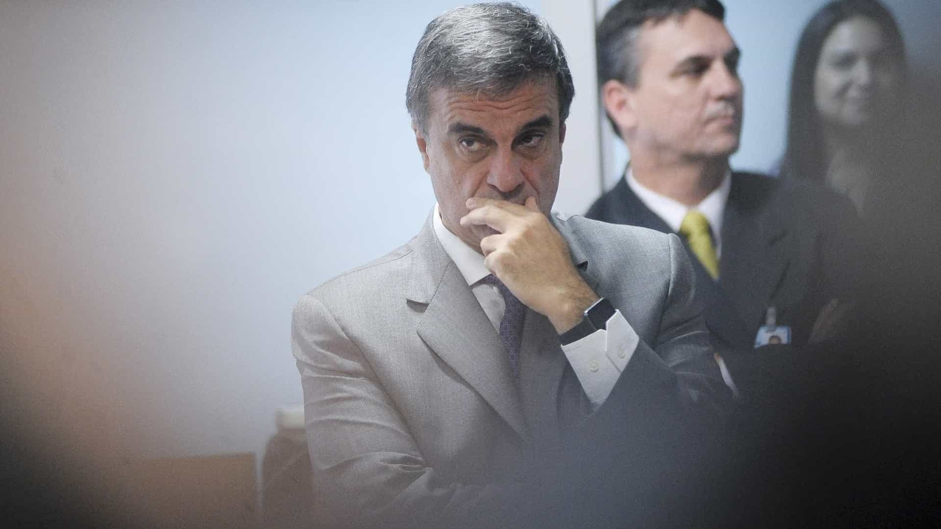 Governo de Temer é 'desastre em todos  os sentidos', diz Cardozo