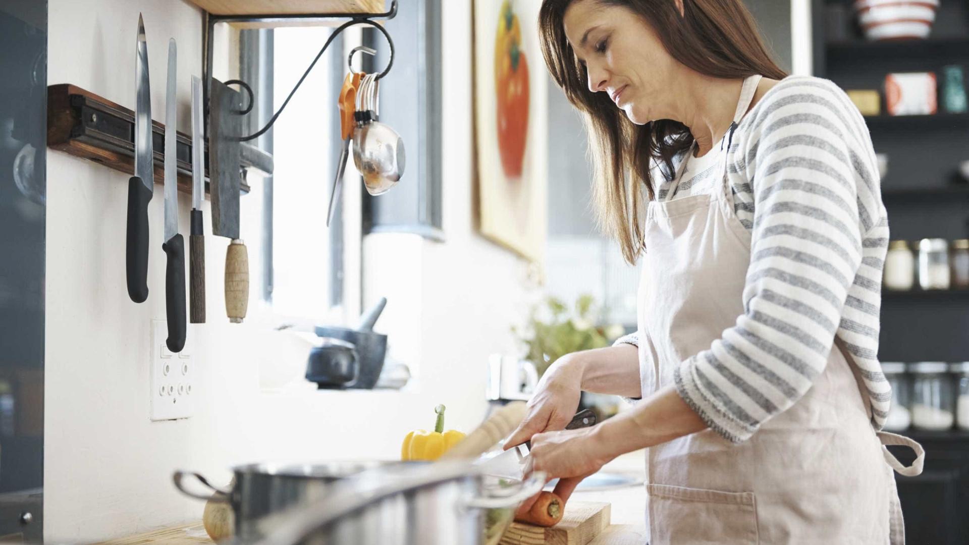 Tarefa do lar é coisa de mulher, diz IBGE