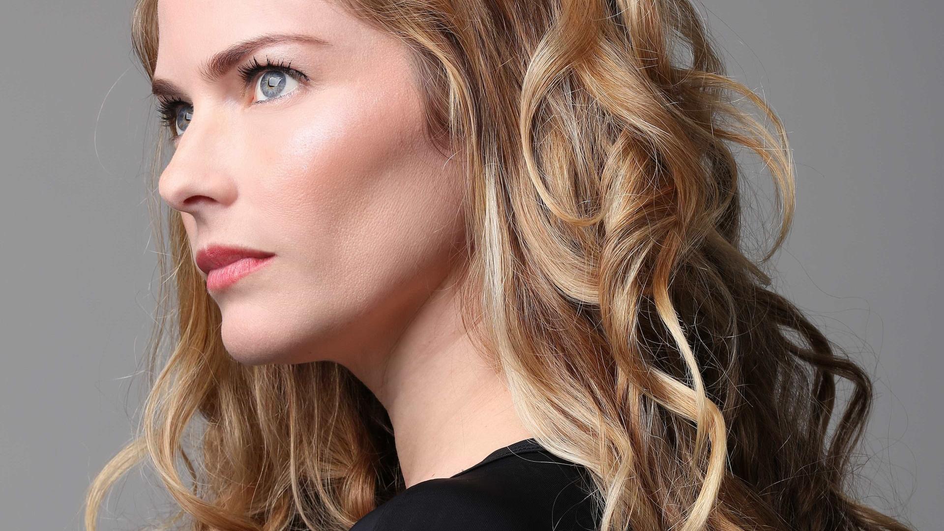 'Não enlouqueço porque já sou louca', diz atriz com 4 filhos e solteira