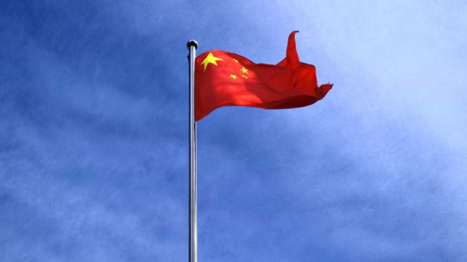 Explosão em fábrica na China deixa pelo menos 19 mortos