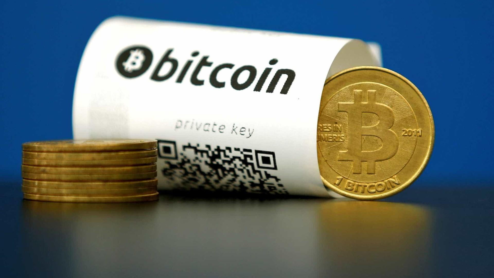 Bitcoin continua escalada recorde e ultrapassa US$ 15 mil