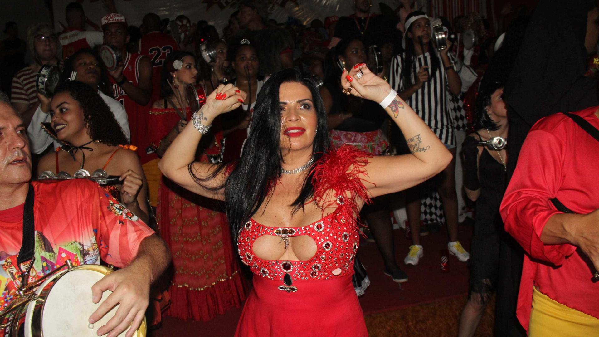 Musa da banheira do Gugu, Solange Gomes escolhe namorado em programa