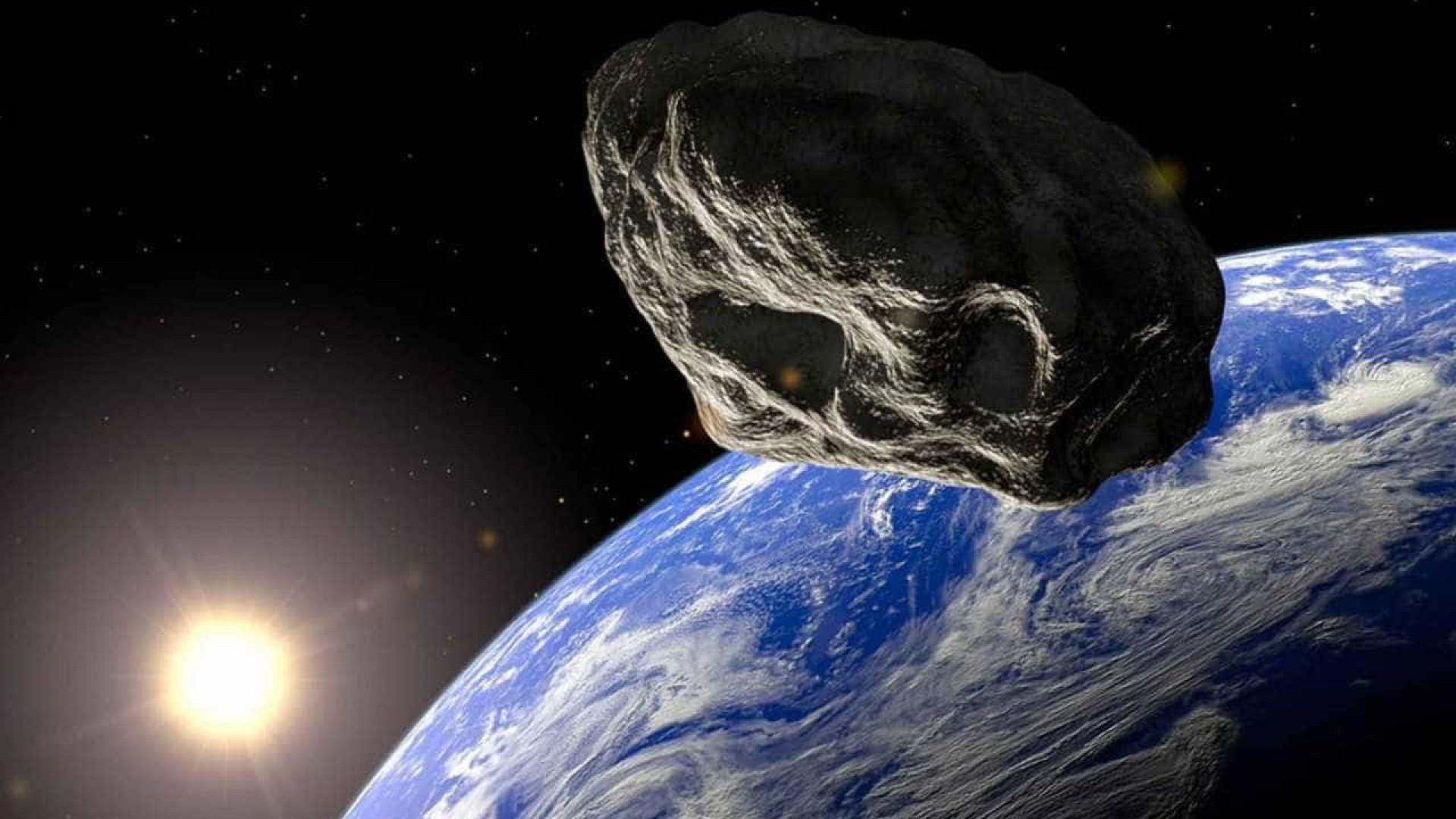 De que tamanho é o menor asteroide da órbita terrestre?