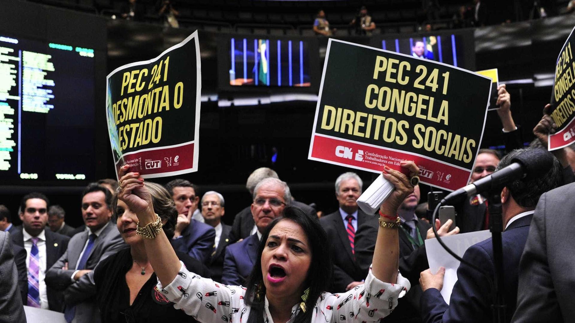 Comissão adia para terça votação da  redação do texto da PEC 241