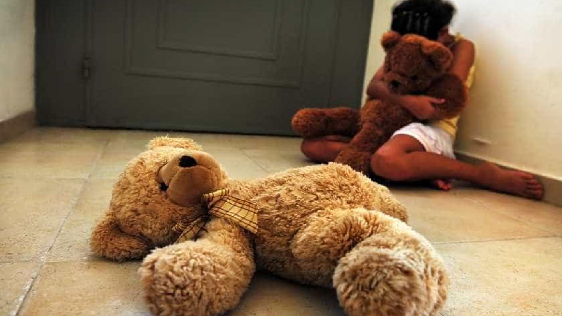 Mulher e amante são presos por estuprar menina de 12 anos na BA