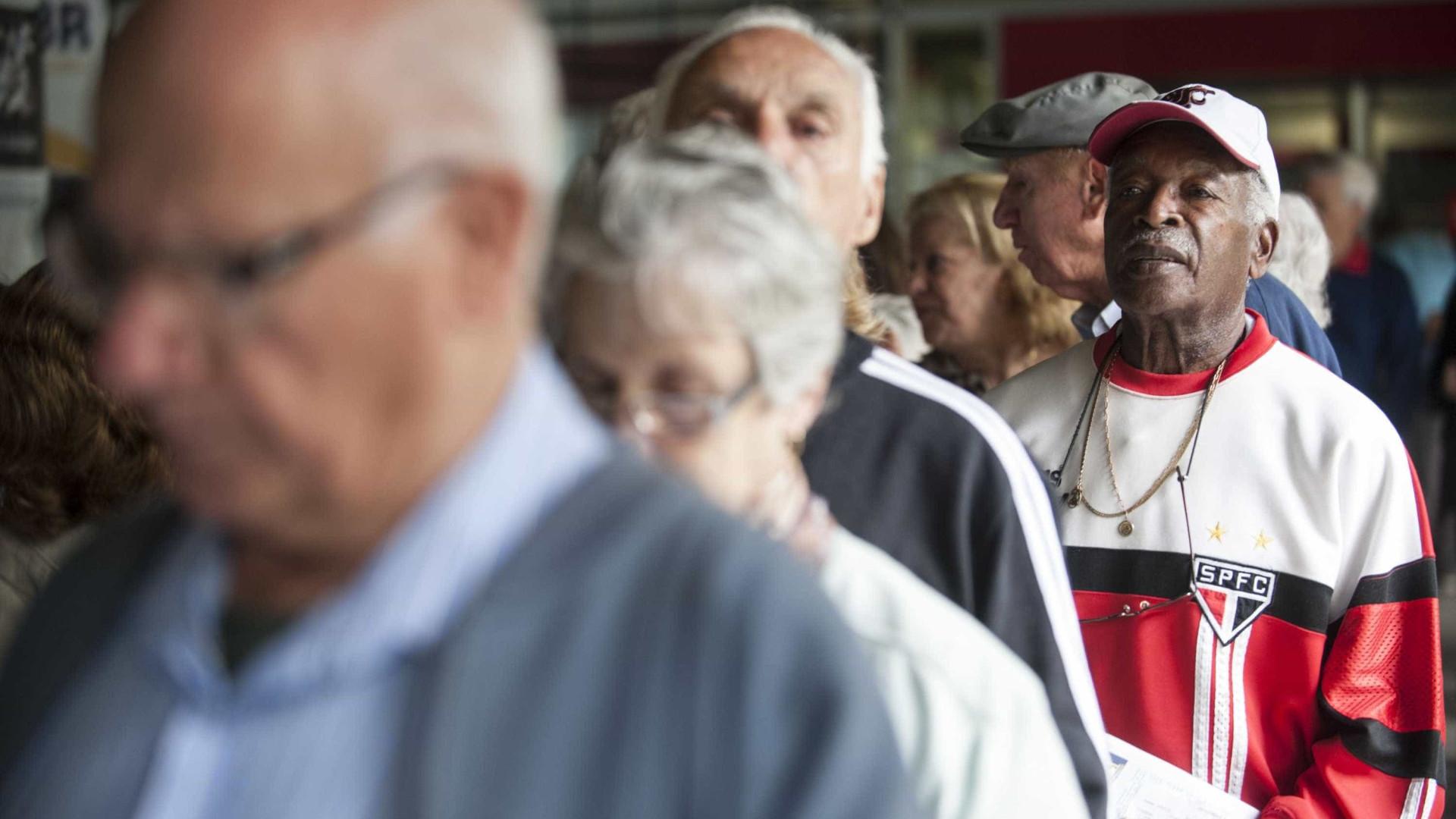 Aposentados e pensionistas do INSS terão reajuste de 2,07%