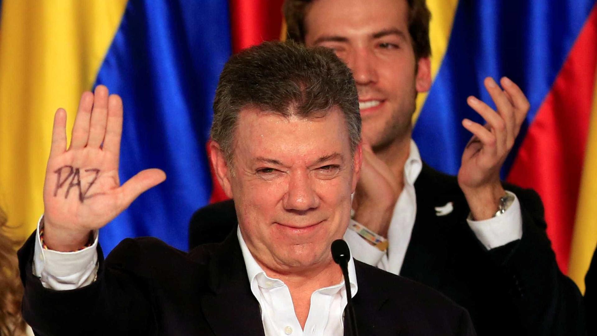 Colômbia reúne propostas para  'melhorar' acordo com Farc
