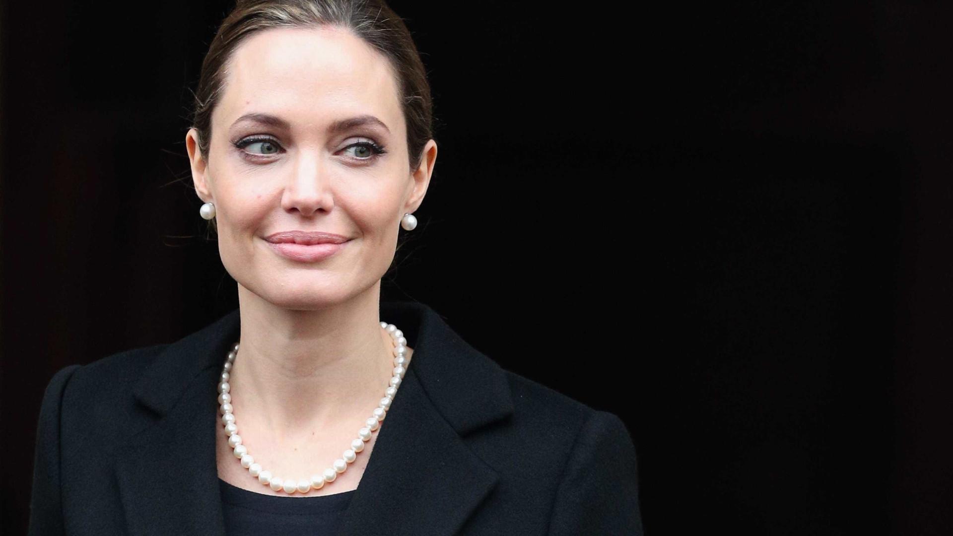 Angelina Jolie está com 34 kg por causa de divórcio, diz site