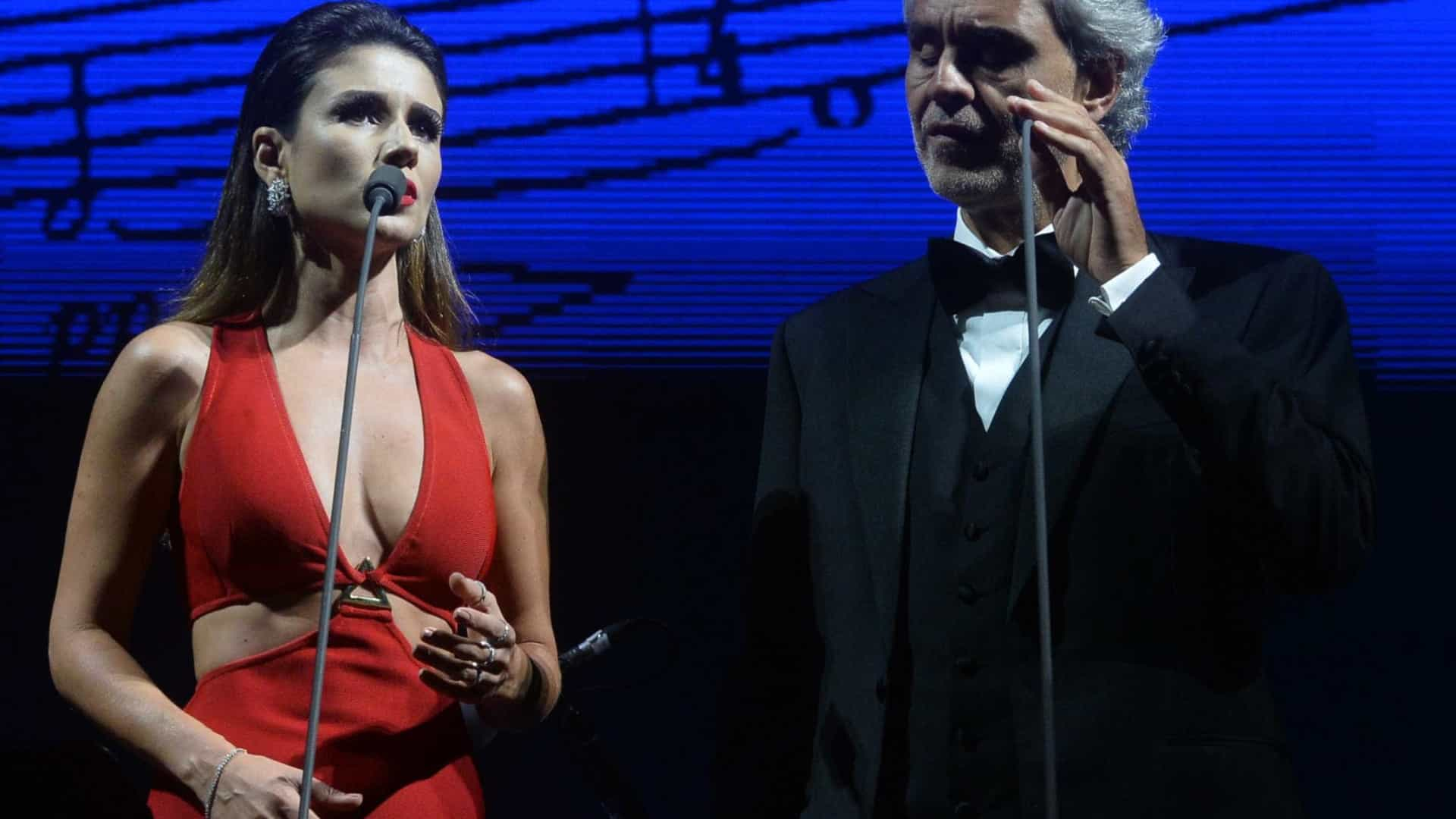 Errou feio! Paula Fernandes dá  vexame  ao cantar com Andrea Bocelli
