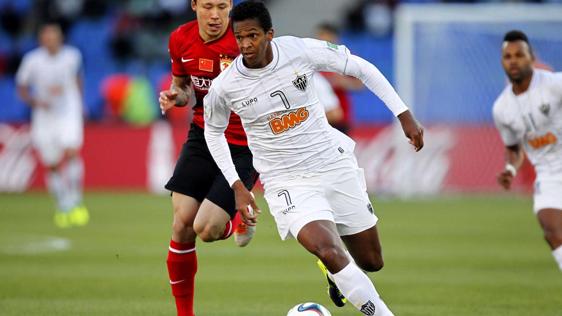 Por maior concorrência no Atlético-MG, Jô preferiu Corinthians