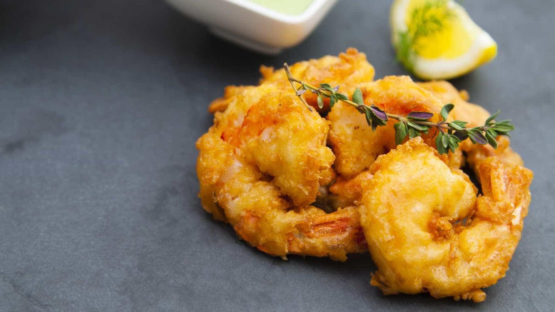 Simples e fácil, aprenda a fazer um delicioso  camarão empanado