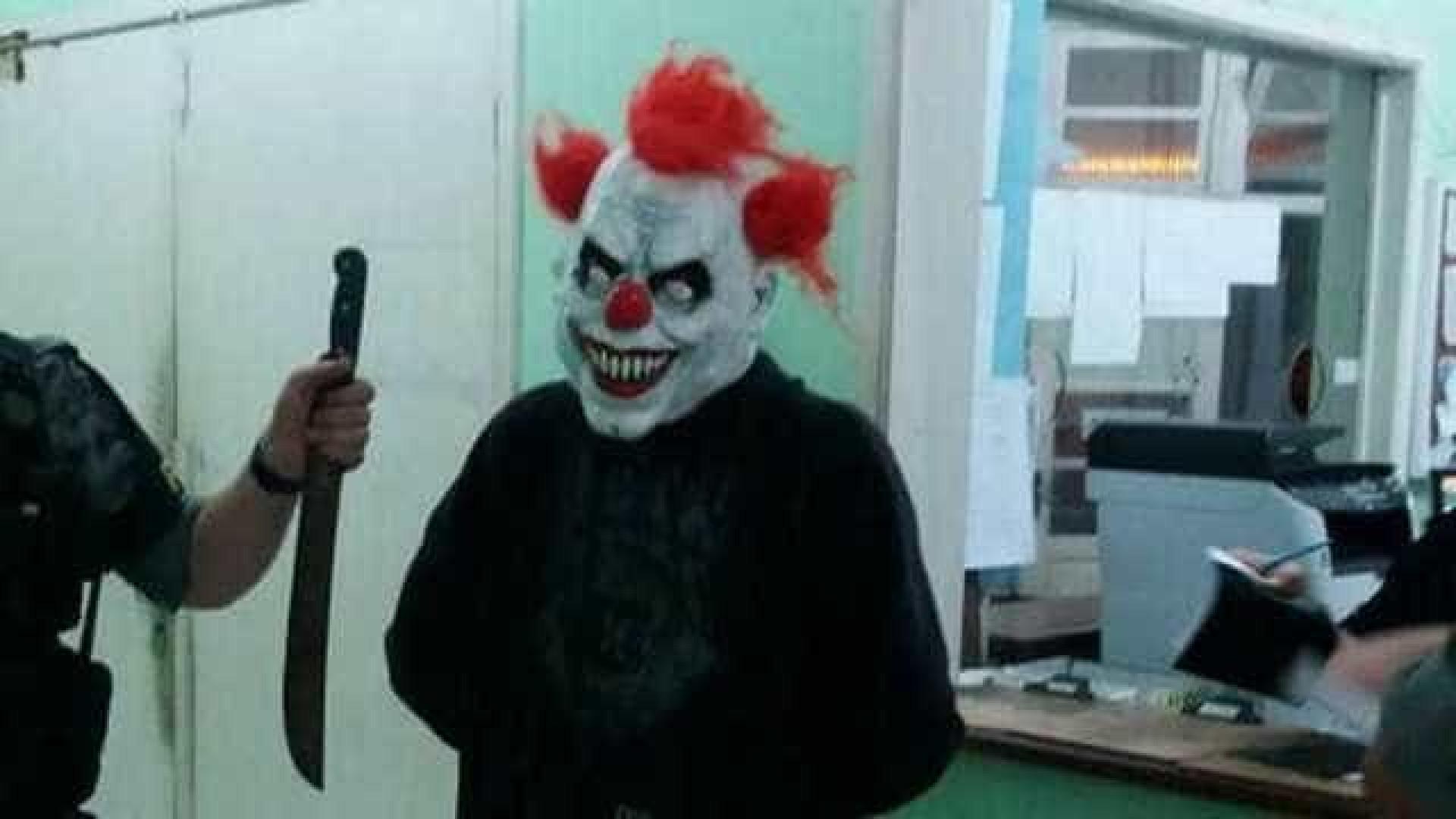 Polícia apreende adolescente com máscara de palhaço e facão no RS