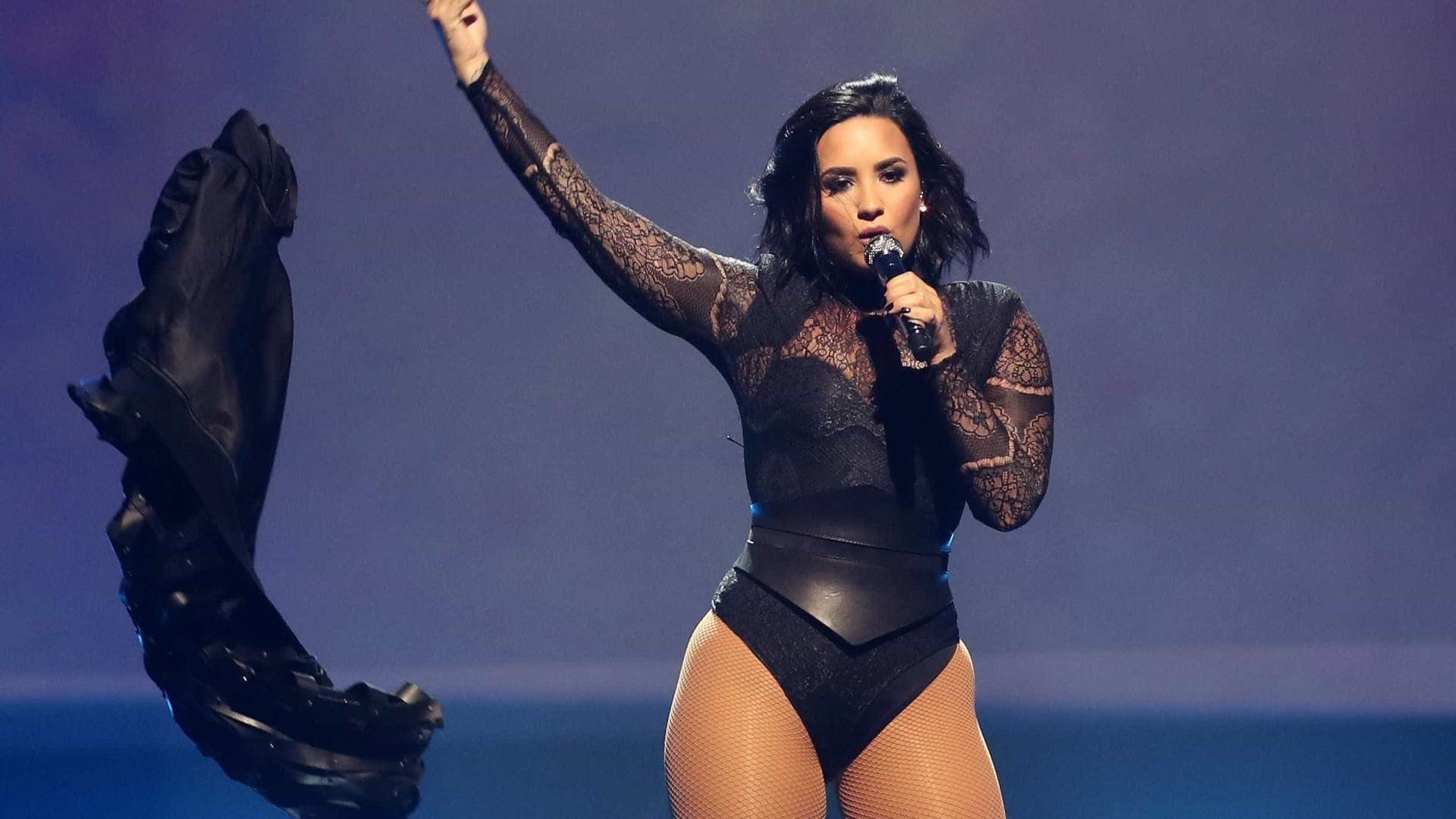 """Demi Lovato revela planos para 2017:  """"Espero permanecer sóbria"""""""