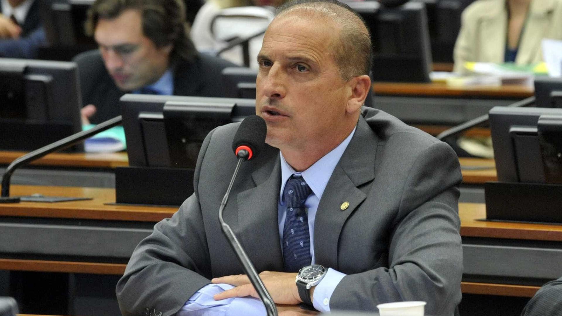 Bolsonaro anuncia Lorenzoni como chefe da Casa Civil em suposto governo