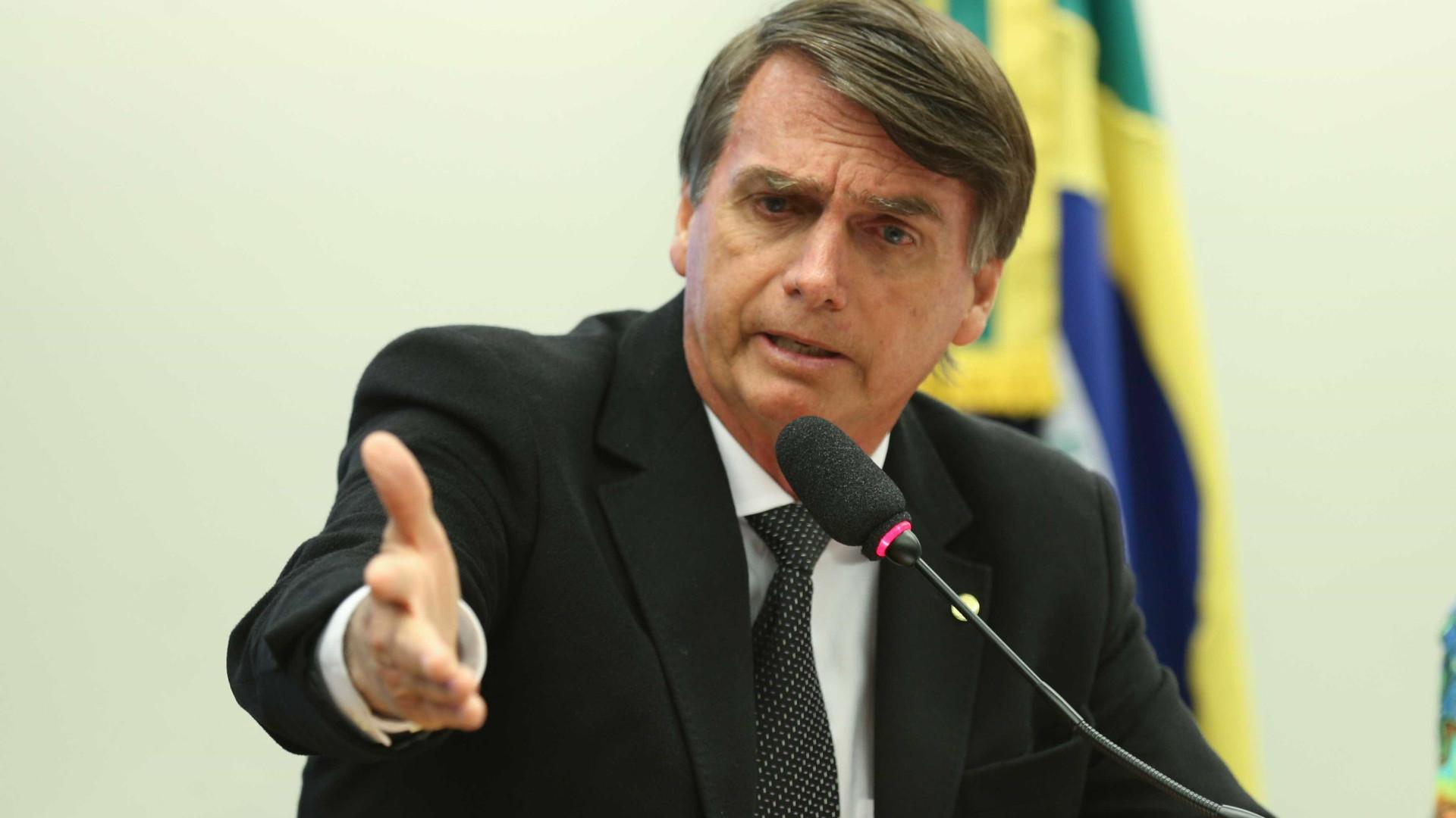Bolsonaro promete cortar verba publicitária da Globo, caso eleito